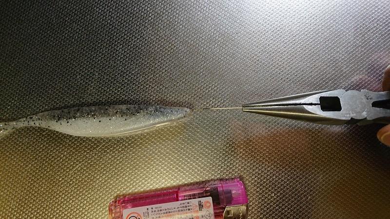 ワームの穴を熱した針金で刺して抜くだけで補修