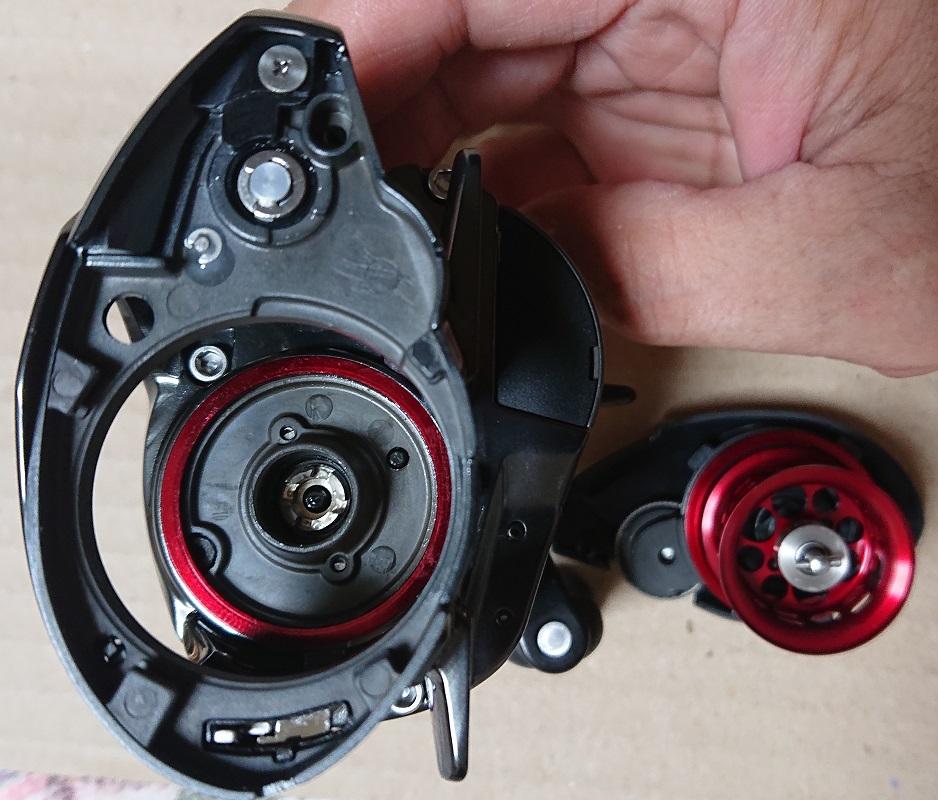 アルファス AIR TW 8.6Lはサイドカップとメインフレームにも赤いリングか使われ、クリアランス調節なのかな?