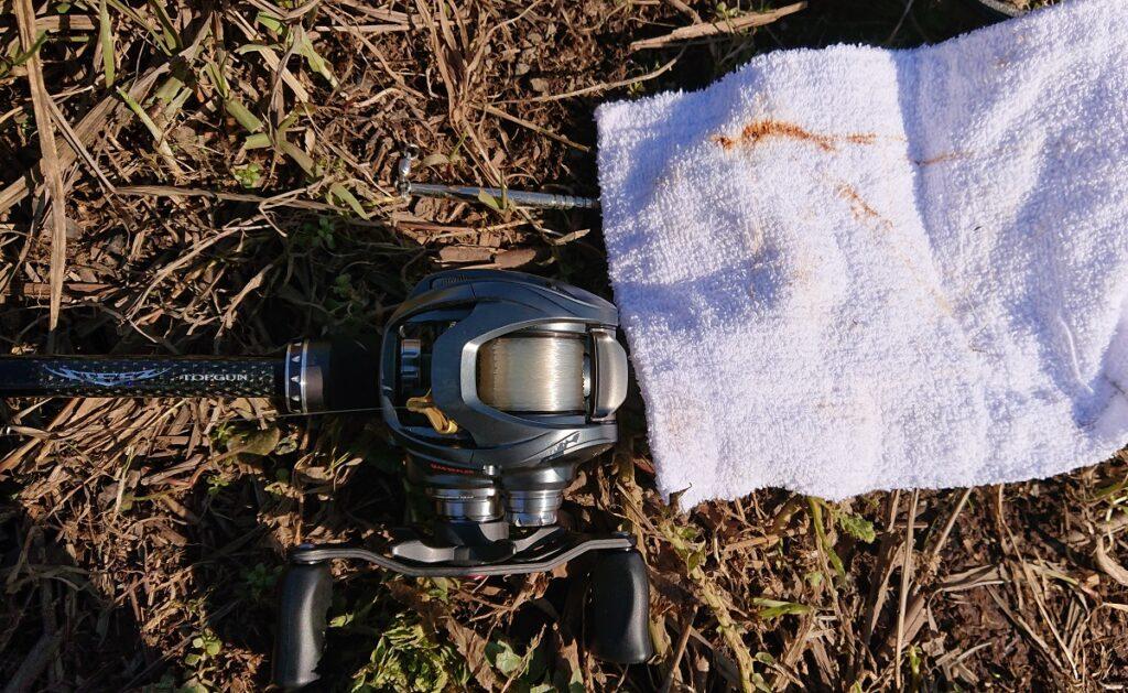 ダイワ BASS Xはふき取るとほとんど汚れが落ちた。